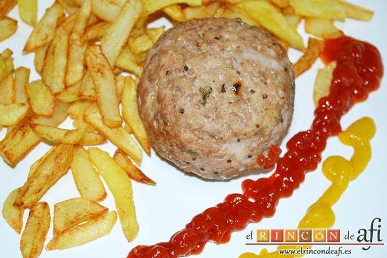 Frikadellen, hamburguesas alemanas especiadas, sugerencia de presentación