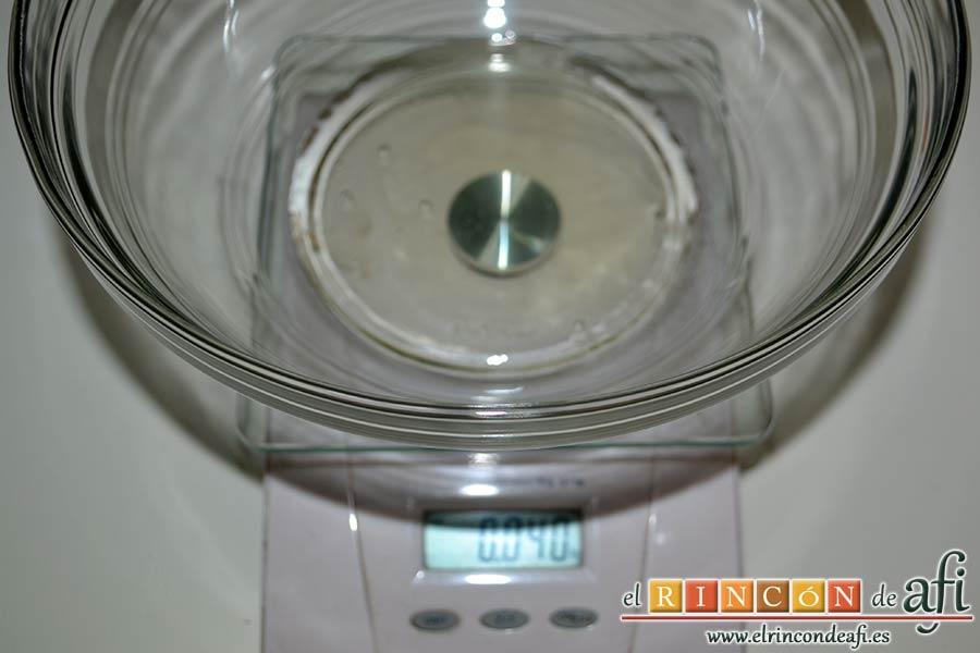 Macaroons de Lorraine Pascale, pesar 40 gramos de clara de huevo a temperatura ambiente