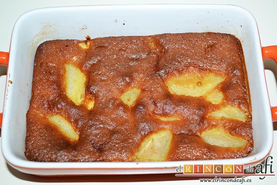 Pastel de pera y manzana, hornear unos 30 minutos y comprobar con un palito que sale limpio