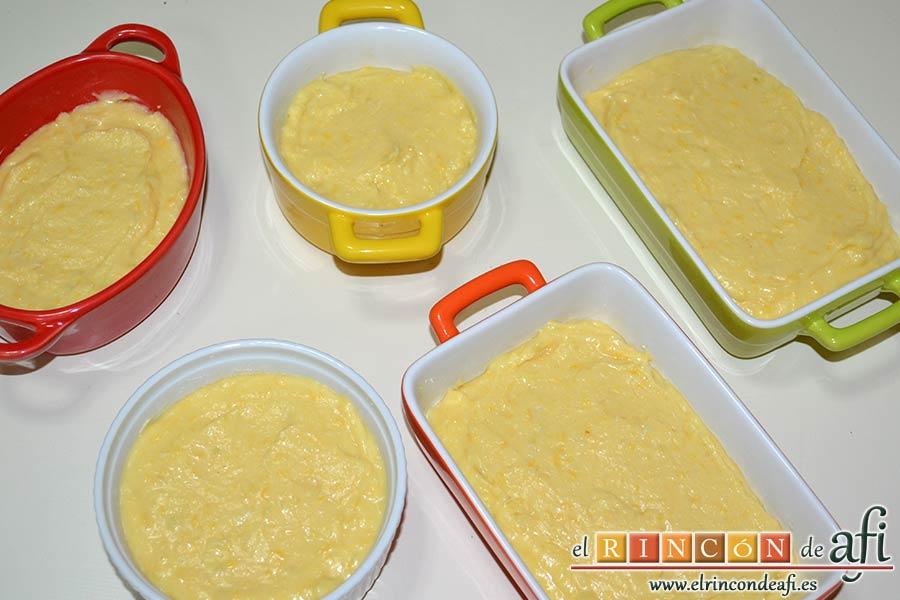 Pastelillo de Elvira, untar con un poco de mantequilla los moldes y verter la mezcla