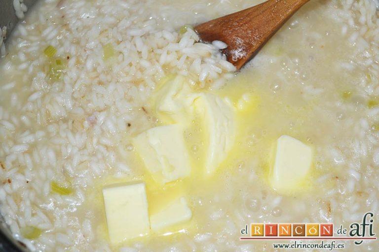 Risotto carbonara, cuando el arroz esté en su punto añadir la mantequilla