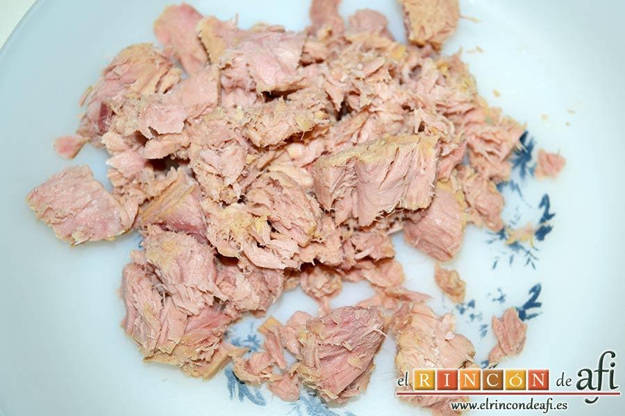 Tortitas de atún y papas, escurrir bien el atún al natural