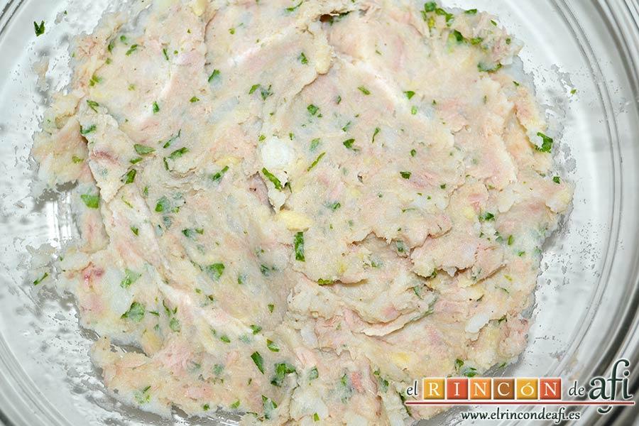 Tortitas de atún y papas, mezclar bien los ingredientes