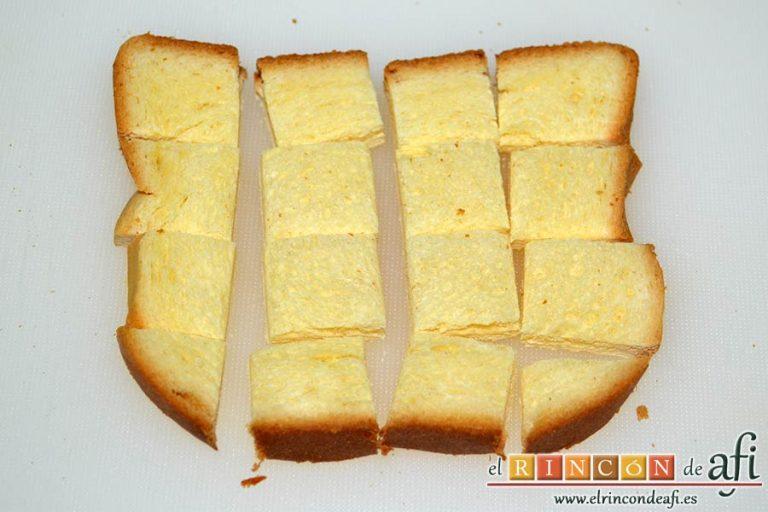 Tostadas francesas en taza, cortarlas en cuadraditos