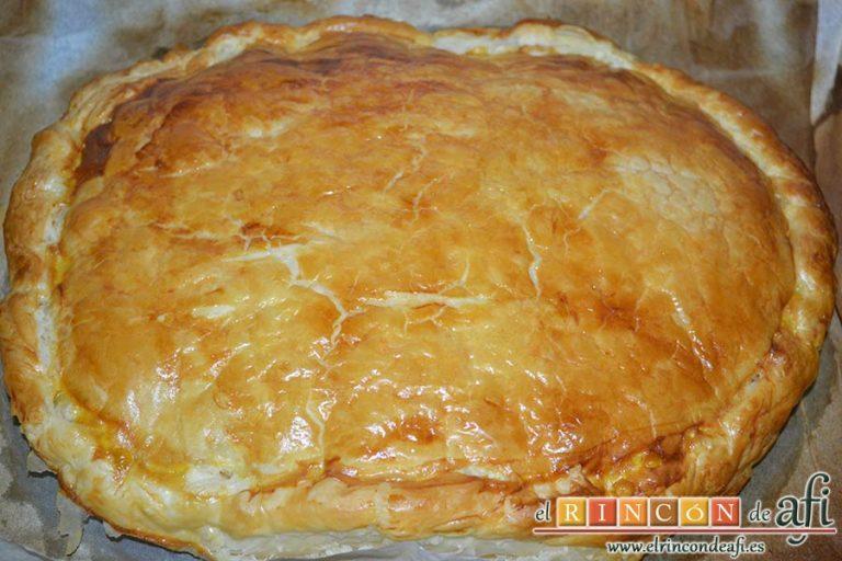 Empanada de crema pastelera o Bugatsa, hornear y dejar atemperar