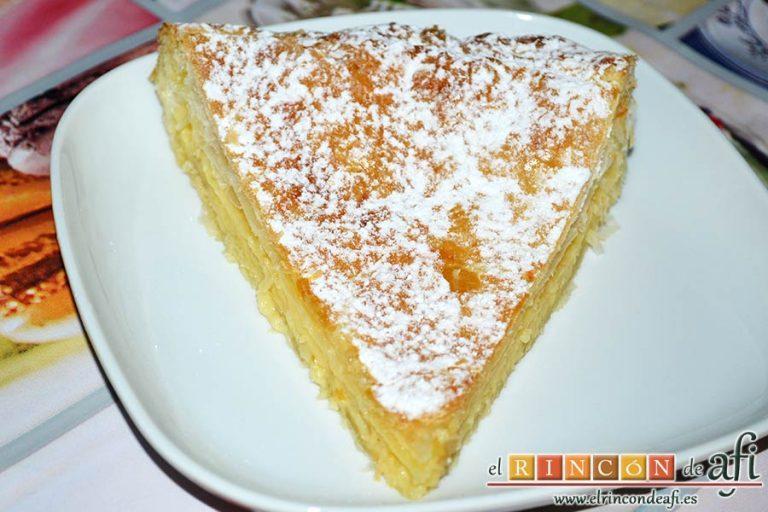 Empanada de crema pastelera o Bugatsa, sugerencia de presentación