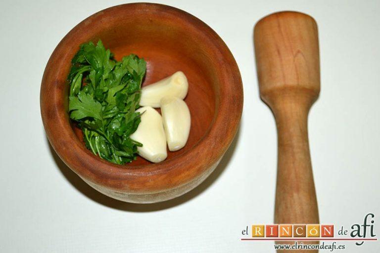 Gallegada, preparar los ingredientes del majado
