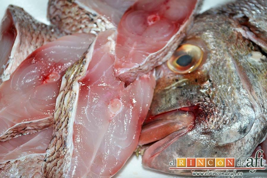 Gallegada, limpiar bien el pescado en rodajas