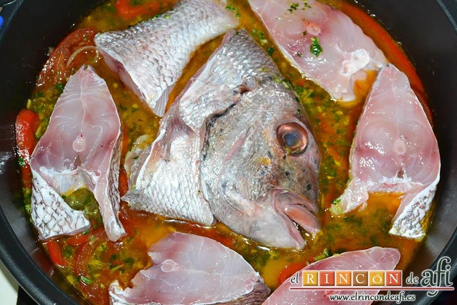 Gallegada, dejar el pescado por encima del guiso