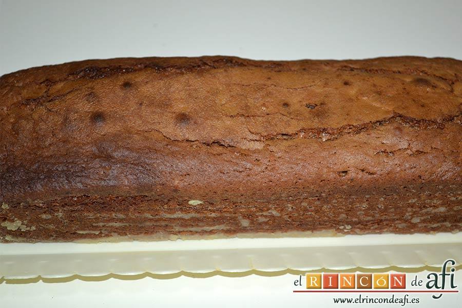 Pastel de chocolate y queso crema, lo introducimos en el horno previamente caliente a 180ºC durante 40 minutos, comprobar con un palito que está hecho, sacar y dejar enfriar