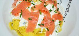 Tagliatelle con salsa de queso y salmón ahumado