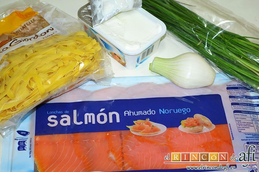 Tagliatelle con salsa de queso y salmón ahumado, preparar los ingredientes