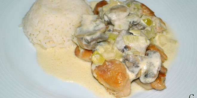 Muslos de pollo deshuesados con salsa de champiñones