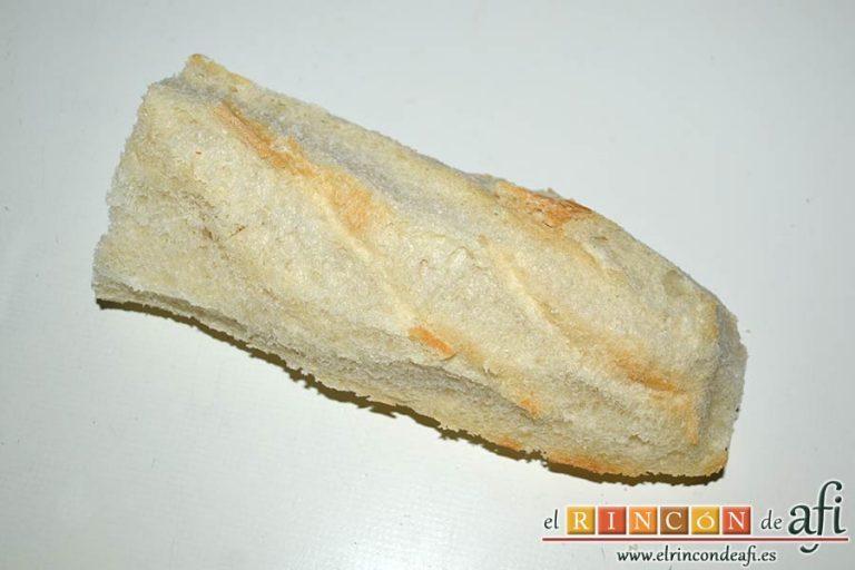 Salmorejo de sandía y tomate, quitarle los bordes al pan