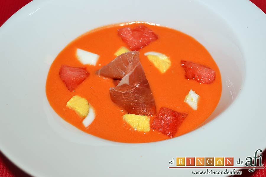 Salmorejo de sandía y tomate, sugerencia de presentación