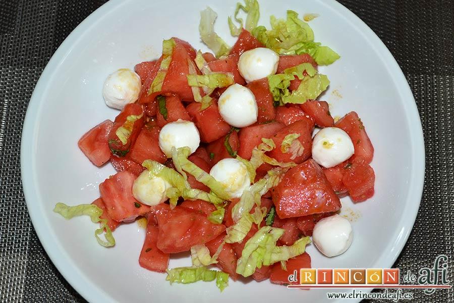 Tartar de tomate, sandía, albahaca y perlas de mozzarella