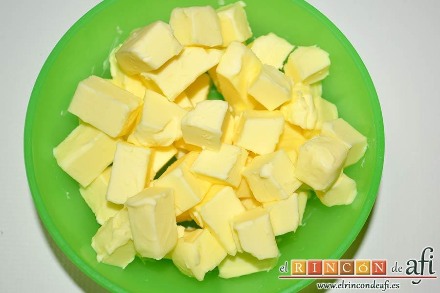 Panecillo del país, trocear la mantequilla bien fría en cubitos