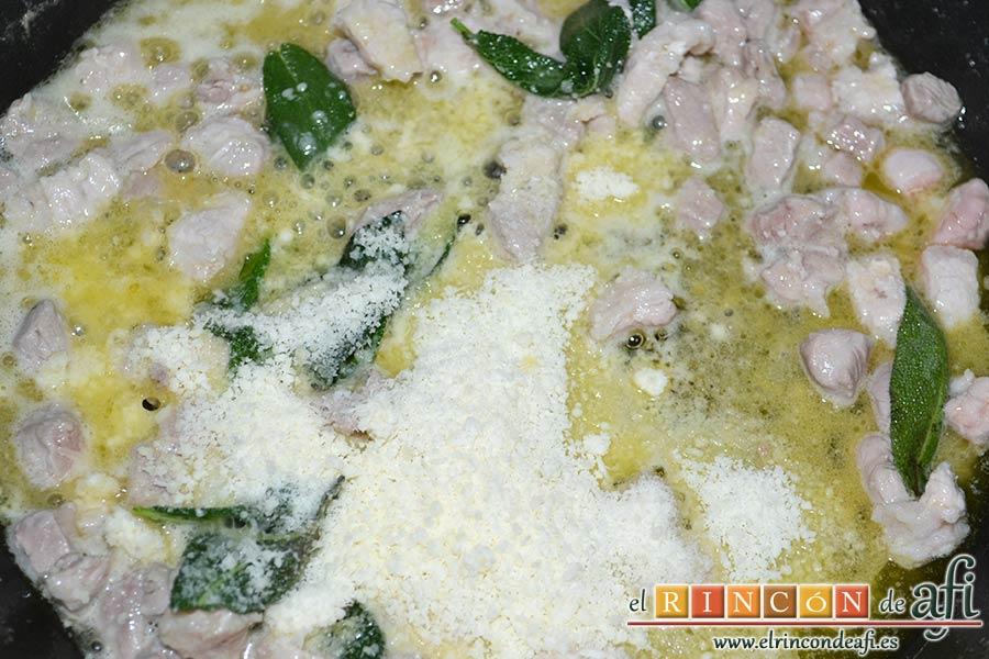 Casoncelli alla Bergamasca, mantecar con la mitad del queso parmesano