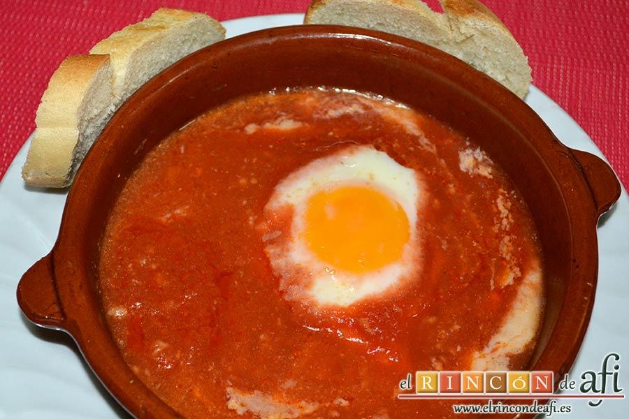Huevos del purgatorio, servir en cazuela de barro, a ser posible acompañado de pan