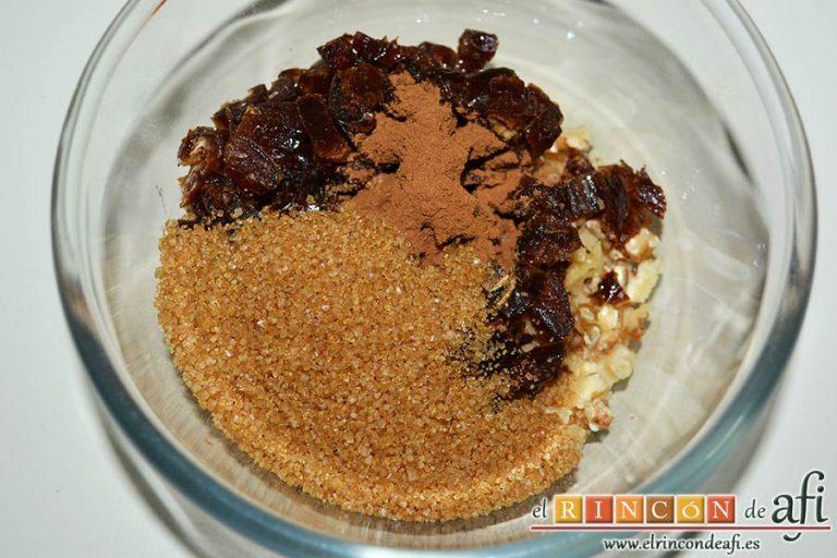 Pudin con dátiles, pan de leche, canela, nueces y mantequilla, trocear los dátiles y las nueces y las ponemos en un bol con el azúcar moreno y la cucharadita de canela en polvo