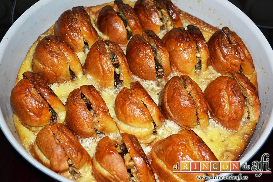 Pudin con dátiles, pan de leche, canela, nueces y mantequilla, hornear hasta que salga bien cuajado