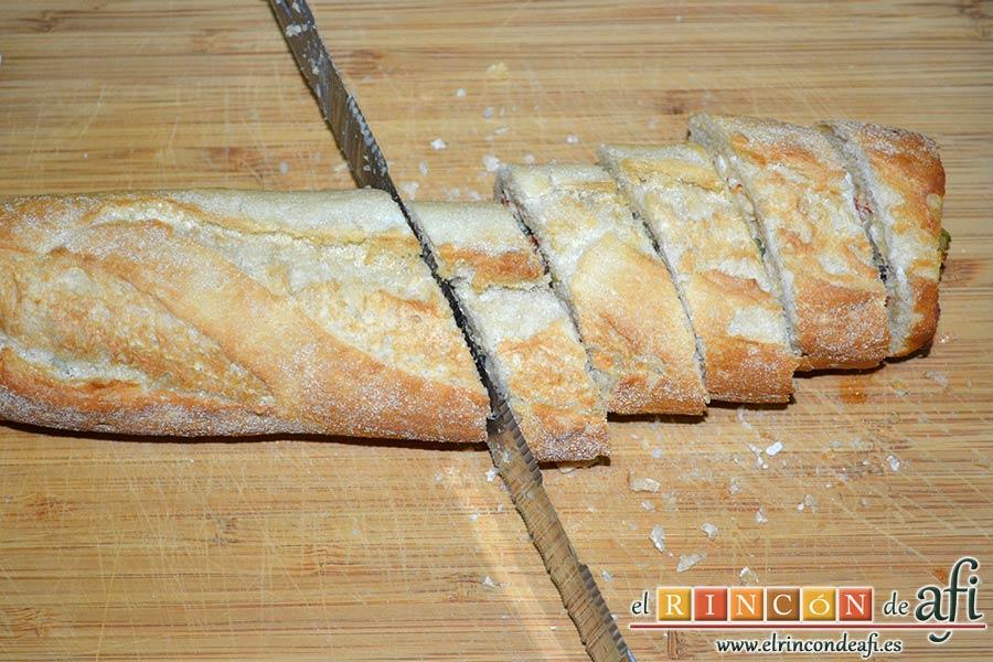 Pan relleno, cortar en rebanadas