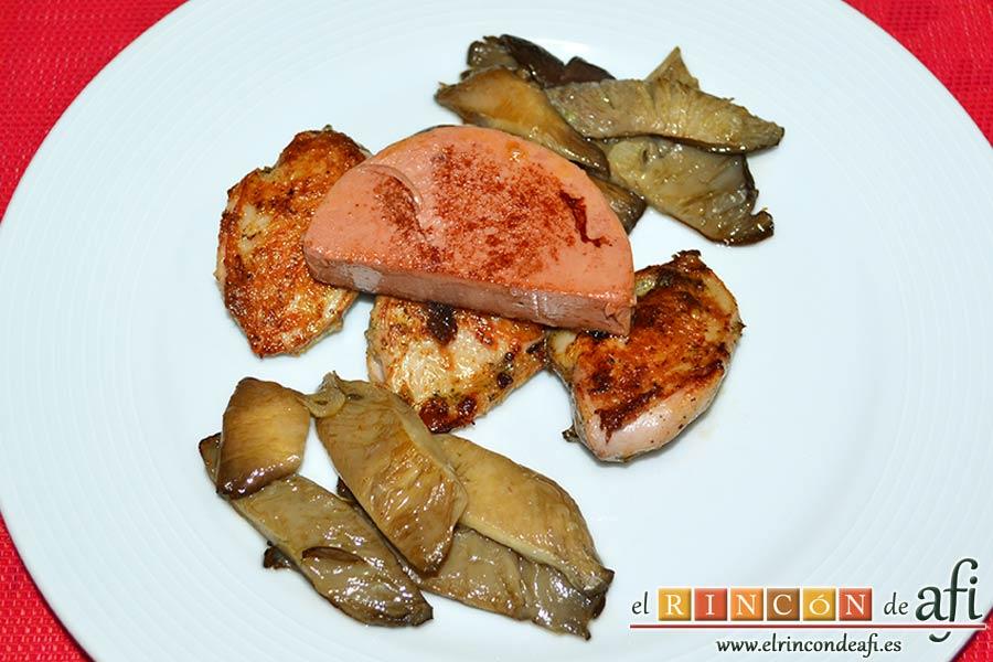 Pechugas de codornices marinadas con setas de cardo y mousse de pato, sugerencia de presentación