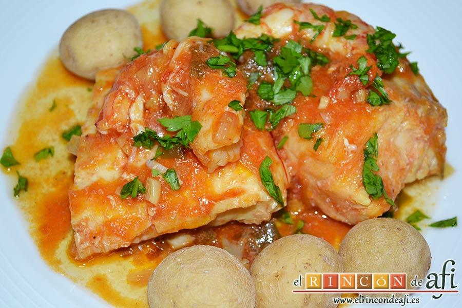 Bacalao en salsa de azafrán y gambones, sugerencia de presentación