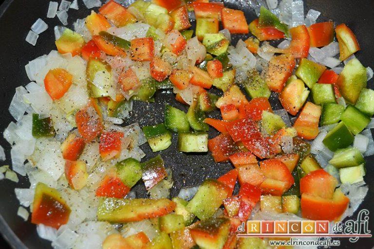 Burritos de pollo con queso, añadir las pimientas molidas