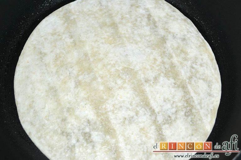 Burritos de pollo con queso, calentarlas por ambos lados