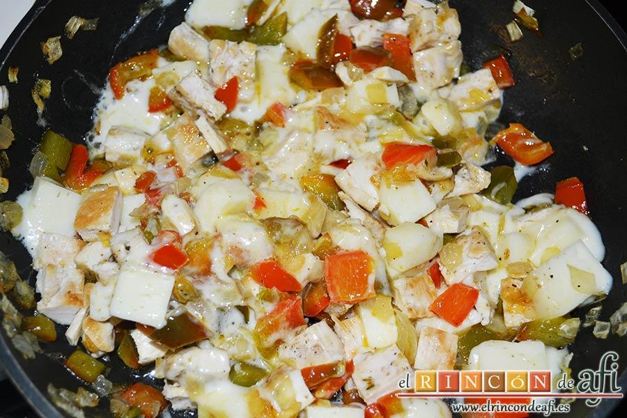 Burritos de pollo con queso, cuando el queso esté fundido, está listo el relleno
