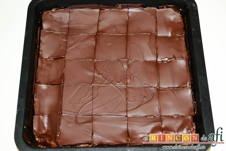 Delicias de Navidad con chocolate y caramelo, cuando esté todo frío cortar con un cuchillo caliente