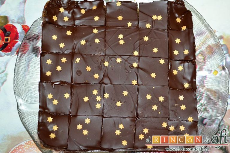 Delicias de Navidad con chocolate y caramelo, desmoldar con cuidado de no romperlo