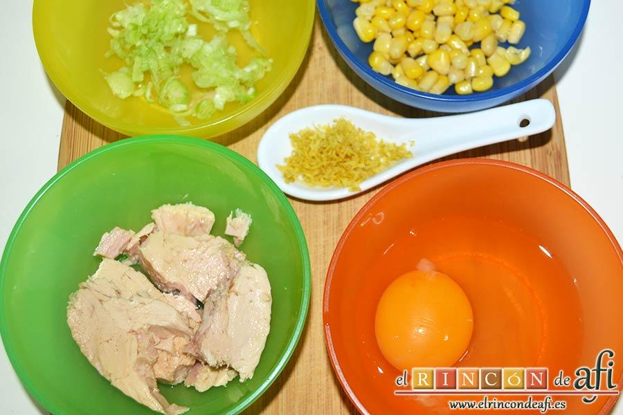 Pastelitos de papas y atún, preparar el resto de ingredientes