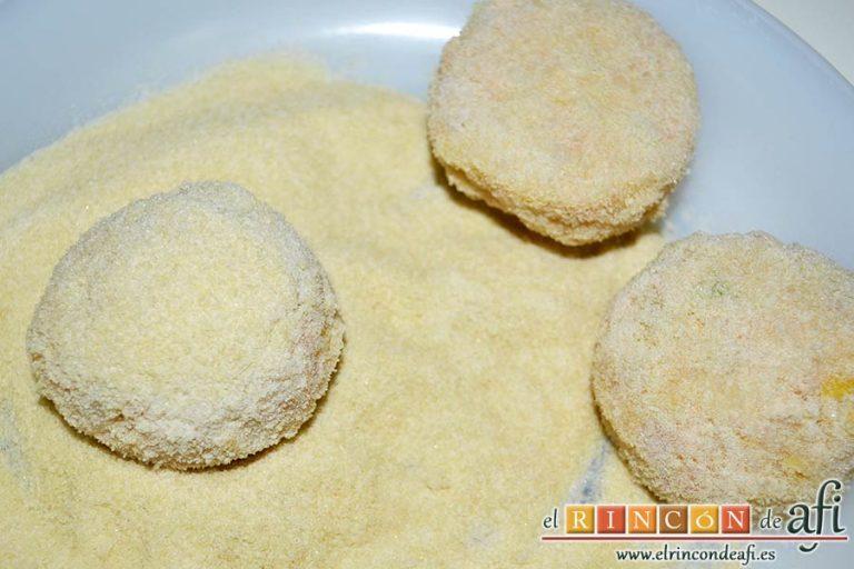 Pastelitos de papas y atún, pasarlas por pan rallado