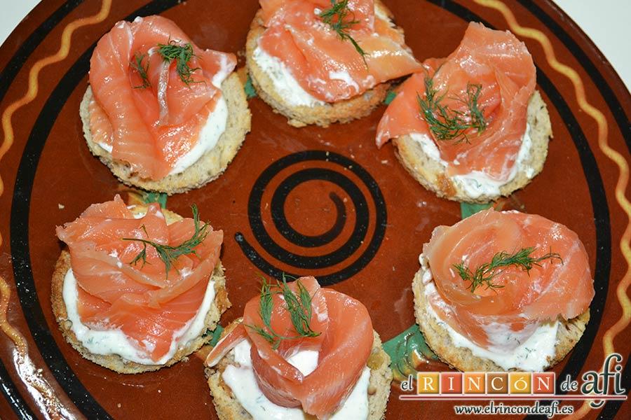 Rosas de salmón, sugerencia de presentación