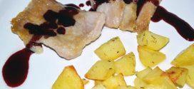 Secreto ibérico con salsa de vino y frutos rojos