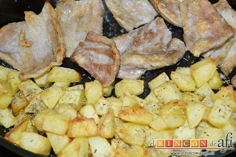 Secreto ibérico con salsa de vino y frutos rojos, sacar del horno