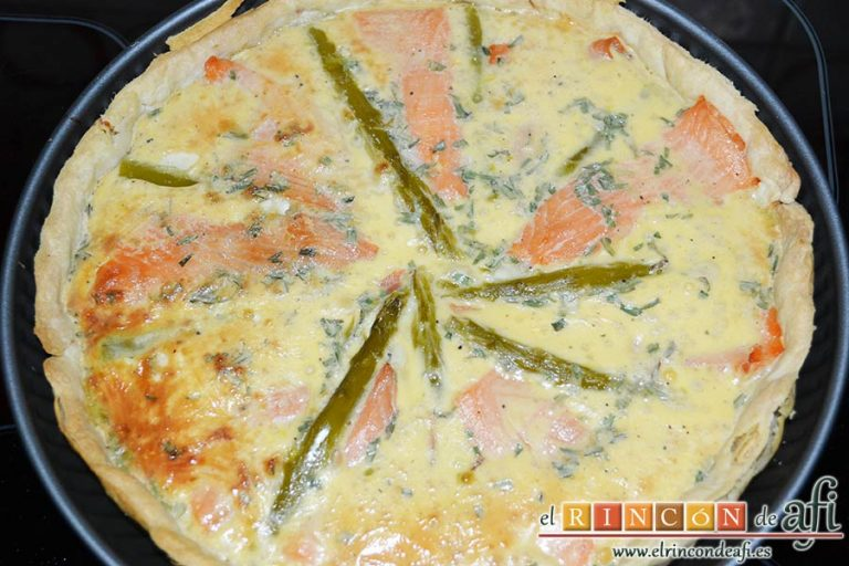 Tarta de salmón marinado y espárragos trigueros, hornear hasta que cuaje