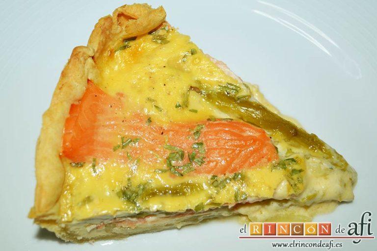 Tarta de salmón marinado y espárragos trigueros, sugerencia de presentación