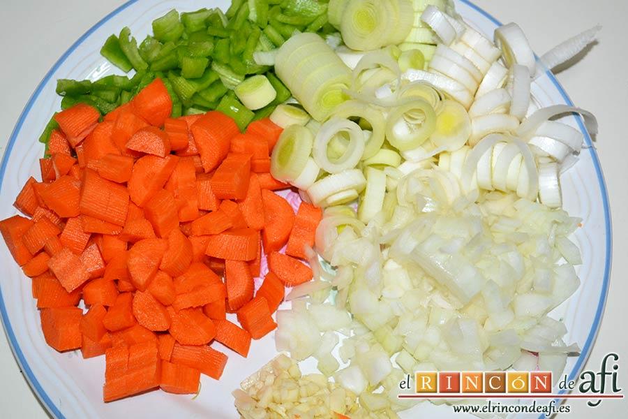 Magro de cerdo estofado, trocear las verduras
