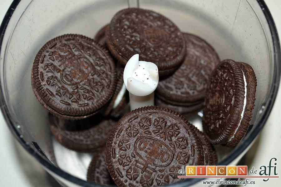 Mus de galletas Oreo, las ponemos en un vaso triturador
