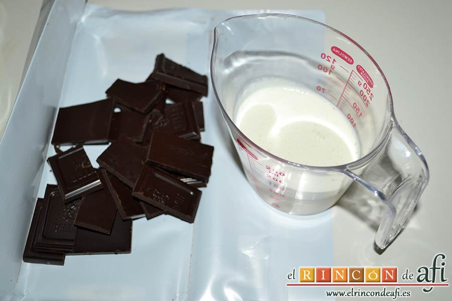 Pastel de ángel, preparar 100 gramos de chocolate negro y 100 de nata
