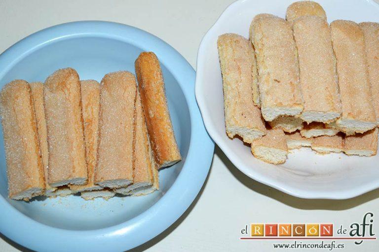 Pastel de soletillas, mascarpone y Nutella, cortar los bizcochos de soletilla midiendo la altura del molde
