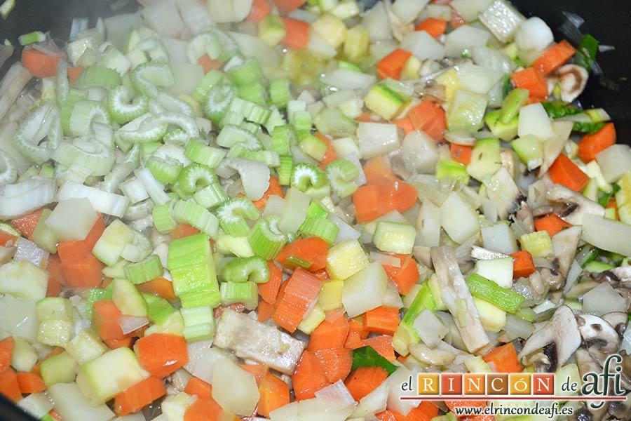 Sopa de verduras, añadir la rama de apio troceada