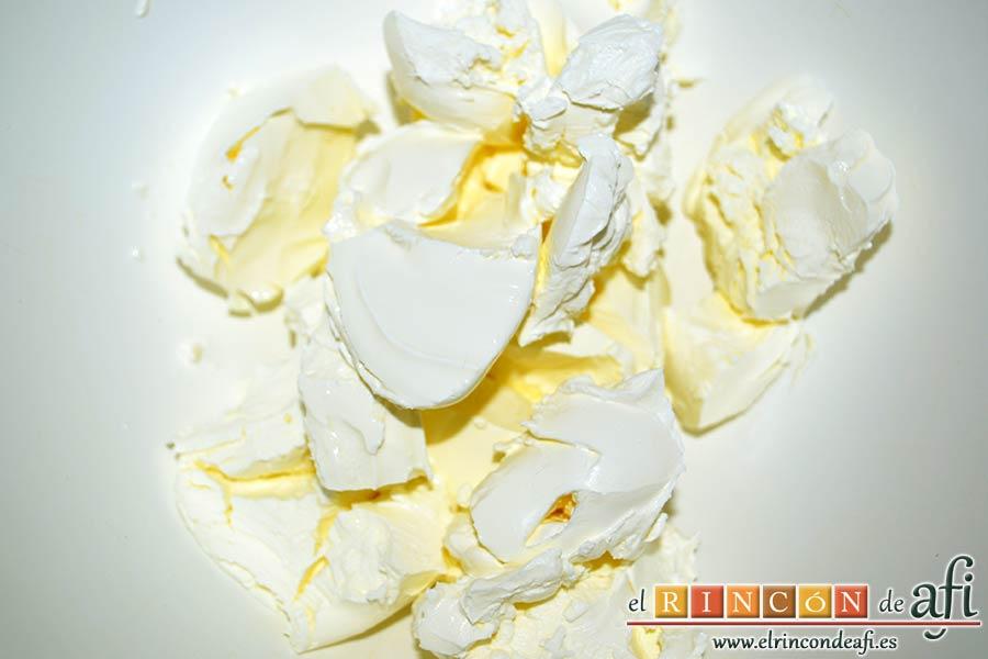 Chocotarta, poner en un bol el queso crema