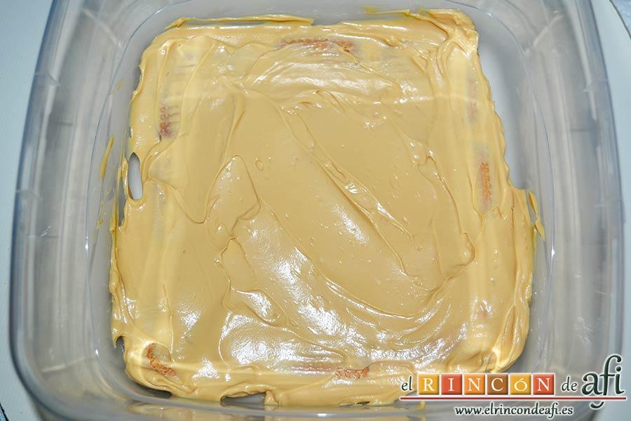 Chocotarta, colocar una capa de crema