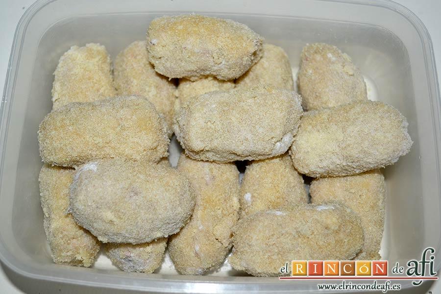 Croquetas de pulpo, colocarlas en un recipiente hermético hasta el momento de freírlas