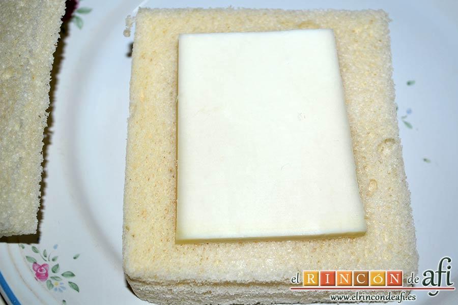 Queso en carroza, poner una loncha de queso sobre una rebanada de pan