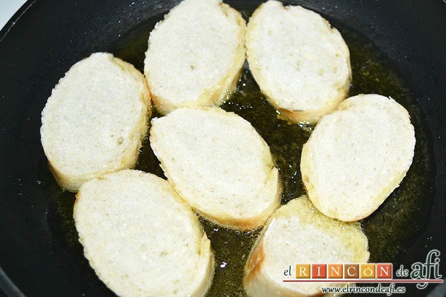 Sopa de pan con majada de almendras, en el mismo aceite dorar las rebanadas de pan